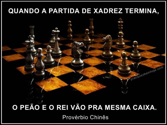 Quando a partida de xadrez termina o peão e o rei vão pra mesma caixa